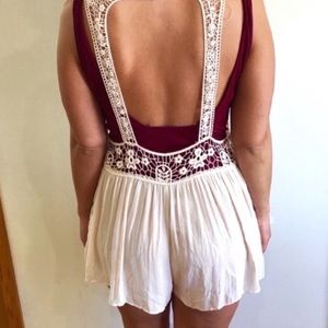 NWT. ROMPER WITH LACE.  SIZE L.